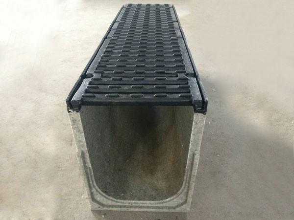 你知道使用缝隙式排水沟时如何施工吗?